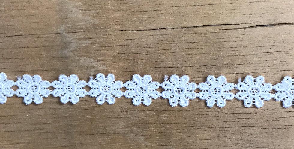 Petite daisy chain
