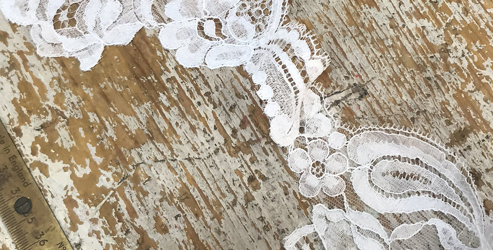 Rosa vintage lace trim