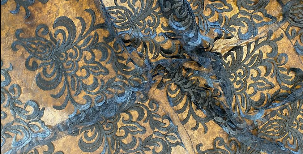 Fleur noir lace