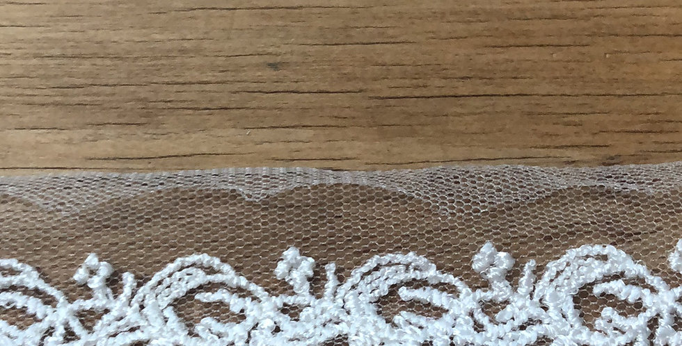 Arabesque lace trim
