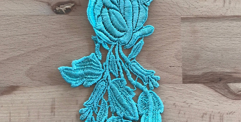 Fleeting flower motif aqua