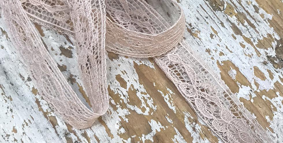 Fae vintage lace