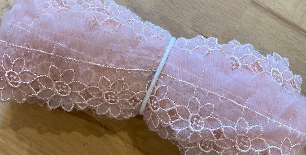 pink daisy vintage 1950's embroidered trim