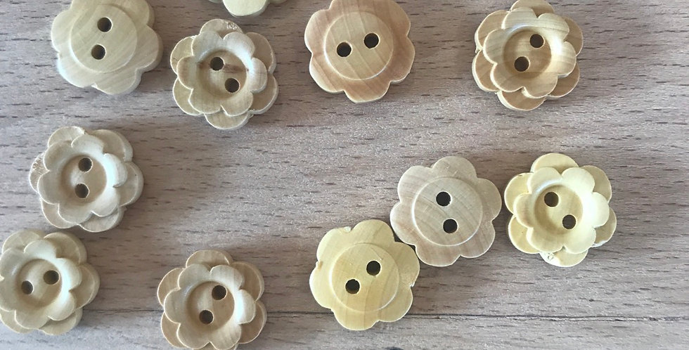 Double petal carved wooden button (large )