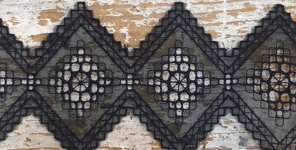 Embroidered diamond large black