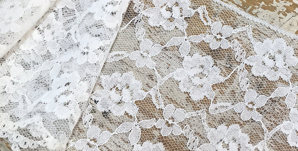 Daisi vintage lace