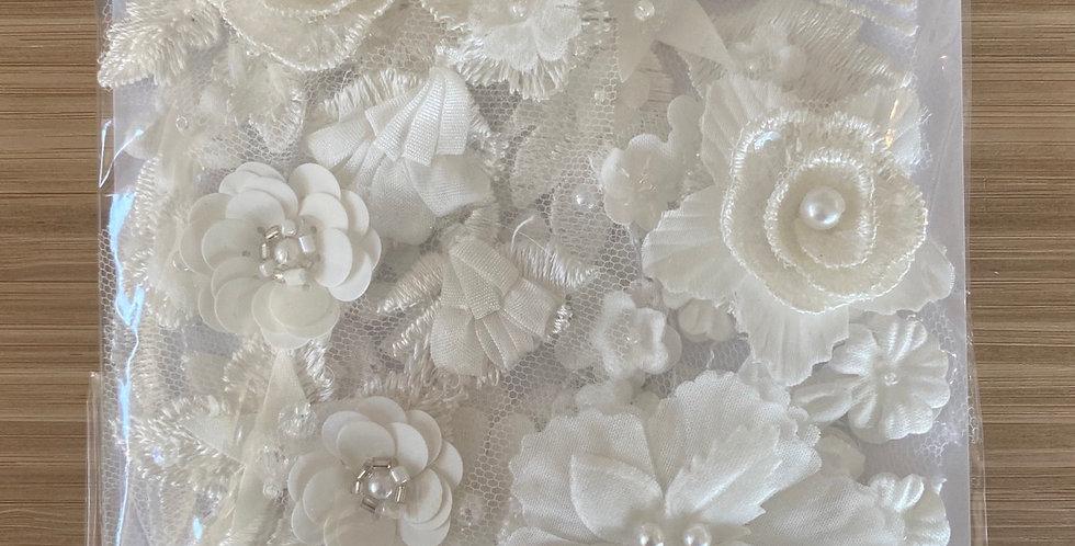 Flower embellishments pack white