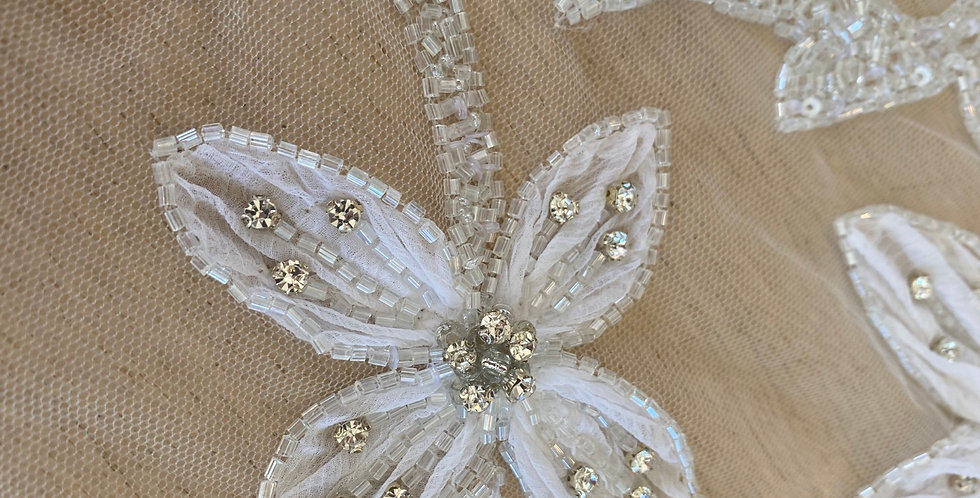 White 3D flower diamanté beaded tulle piece A7