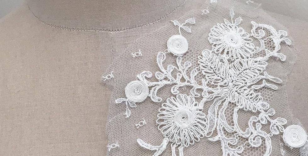 Lola lace motif