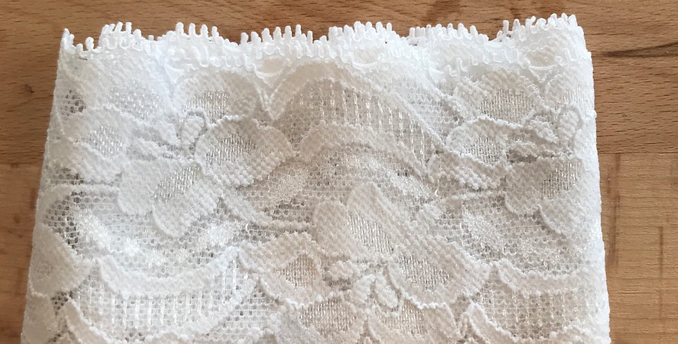 White stretch lace remnant