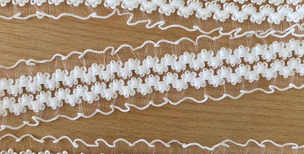 White textured ruffle elastic