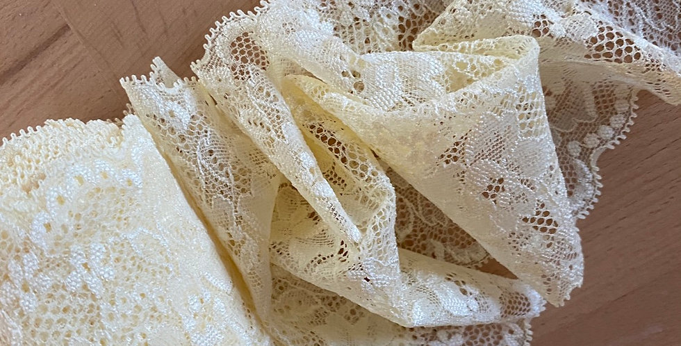 Buttercup stretch lace