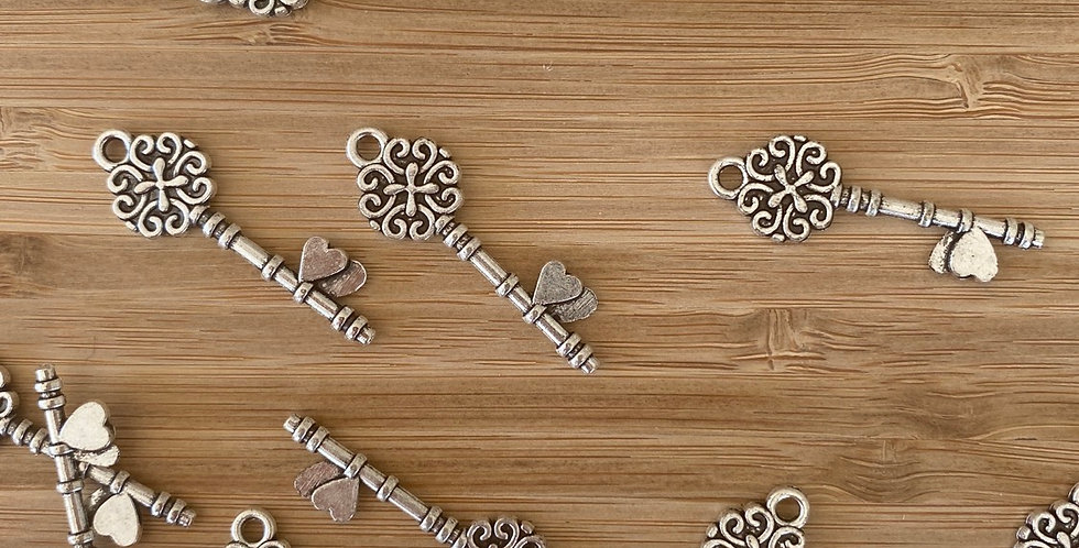 Queen of hearts key charm silver