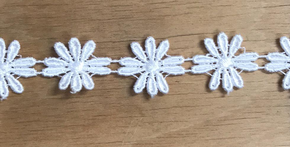 Medium daisy chain