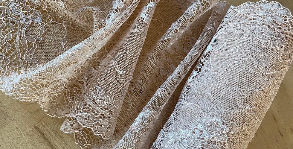 Michelle stretch lace