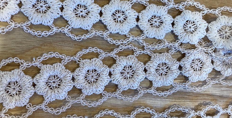 daisy chain trim mocha