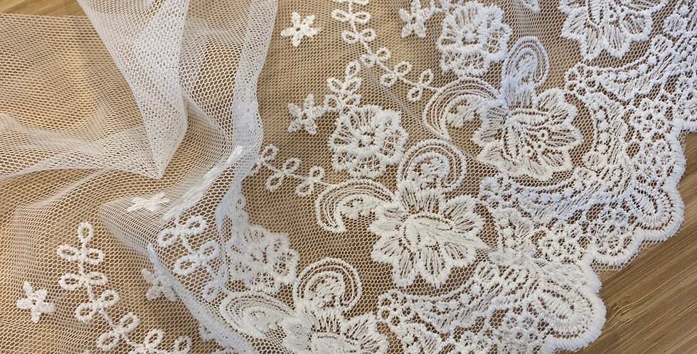 Joan embroidered mesh white