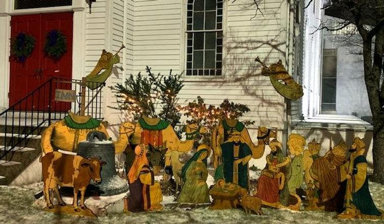 2019 outdoor nativity-Robin_edited.jpg