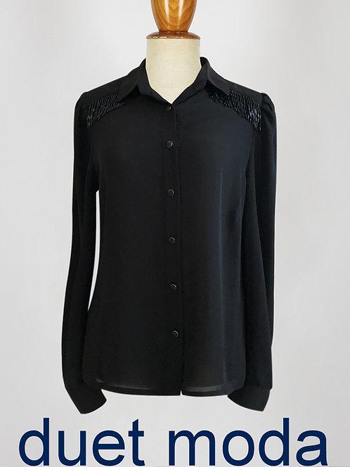 Camisa negra con apliques