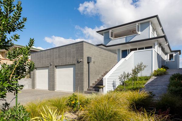 calley-homes-tauranga-builders-exterior-blue