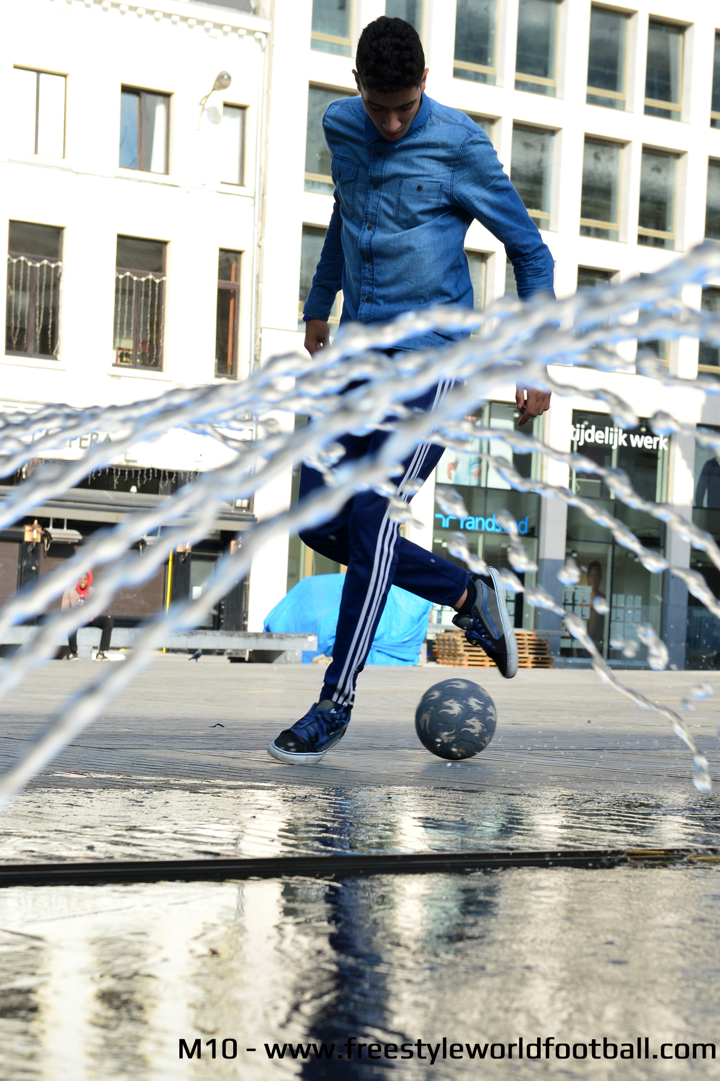 M10 - 001 - www.freestyleworldfootball.com.jpg