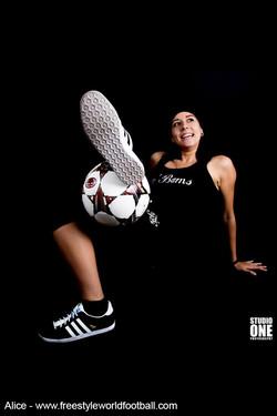 alice - 003 - www.freestyleworldfootball.com.jpg