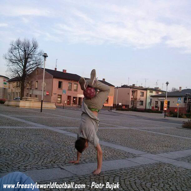 www.freestyleworldfootball.com - Piotr Bujak - 001.jpg