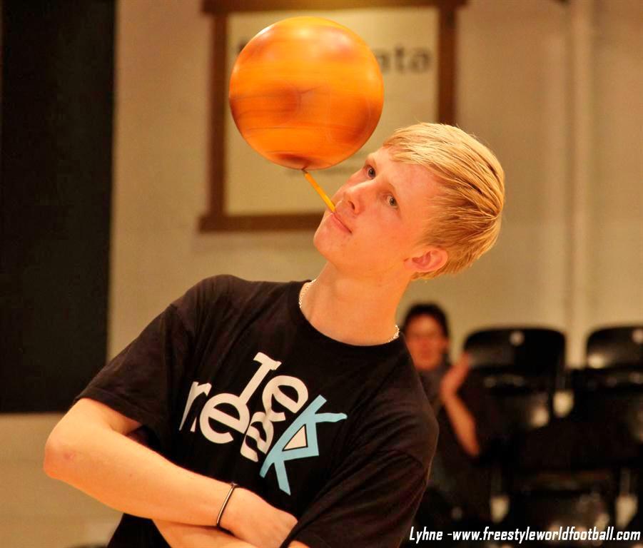 Lyhne - www.freestyleworldfootball.com.jpg