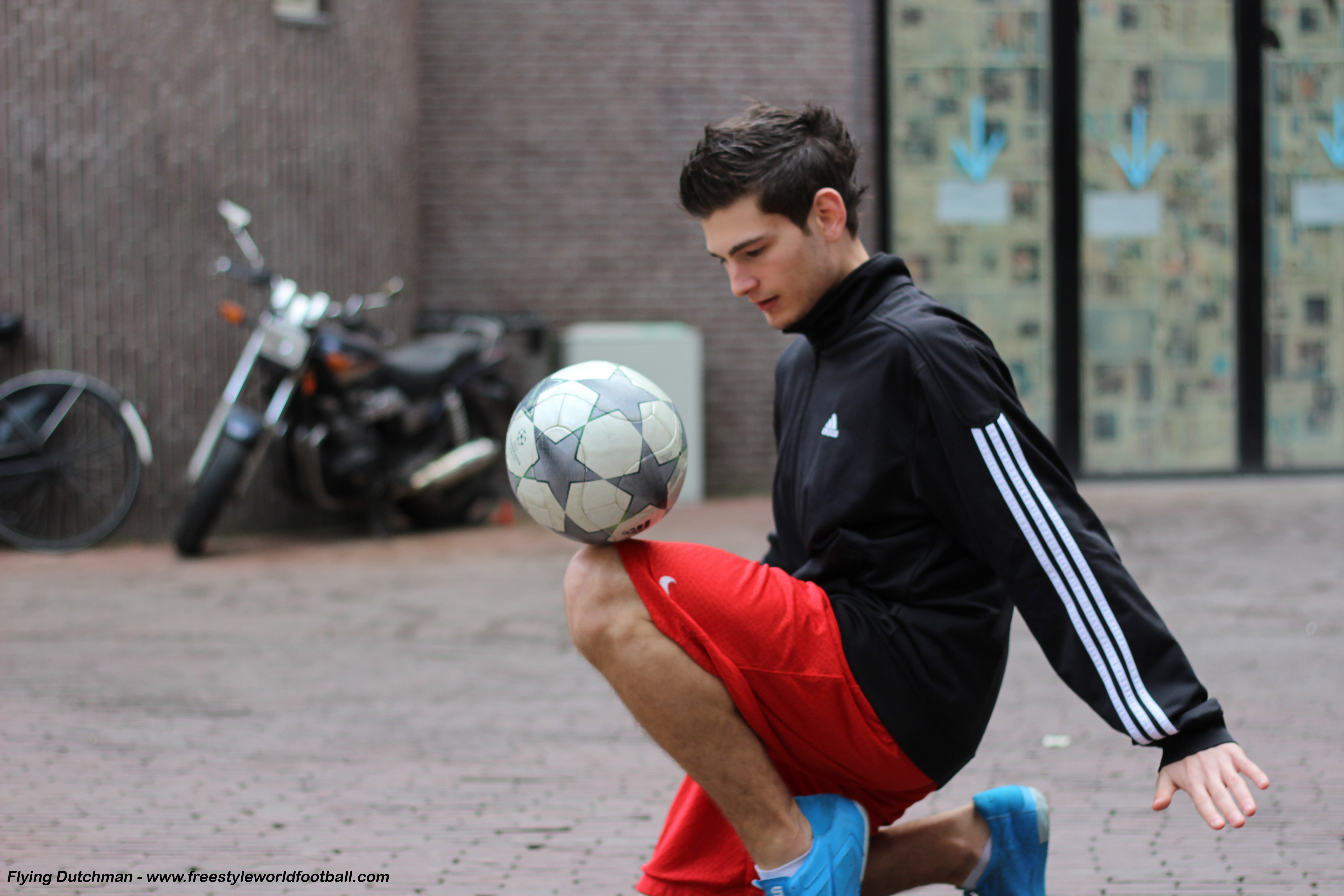Flying Dutchma - 002 - www.freestyleworldfootball.com.jpg
