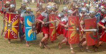 Légionnaires romains à l'attaque