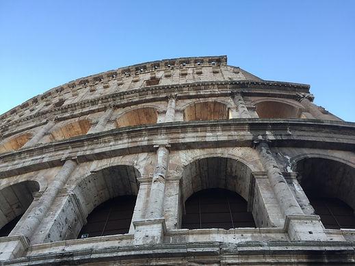 Le Colisée qui abrite les combats de gladiateurs du Ier au Vème siècle ap. JC. - construit sous Vespasien, Domitien et Titus