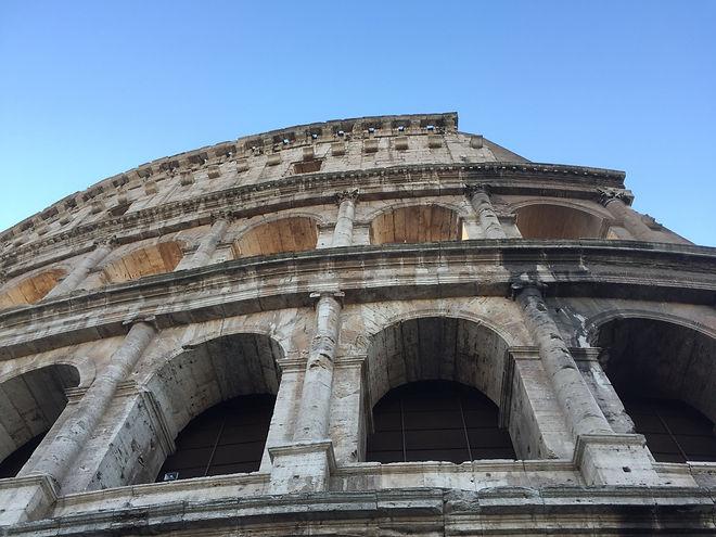 Le Colisée, le plus grand amphithéâtre de Rome où se déroulaient des combats de gladiateurs