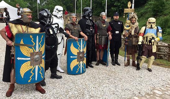Darth vador et sa garde de légionnaires romains au château de Malbrouck