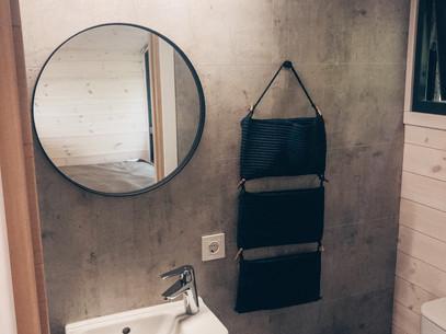 Namelių vonios kambarys