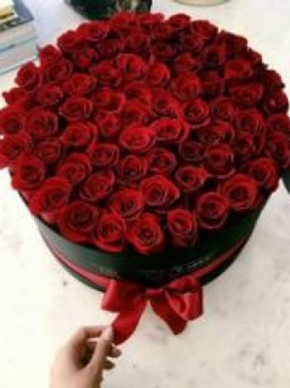 75 Roses in a Hat Box