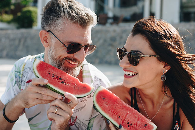 couple-eating-watermelon-at-the-beach-WC