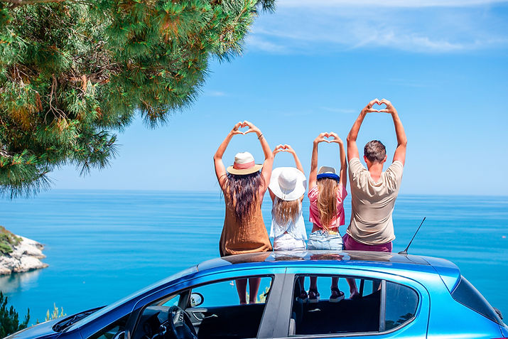 summer-car-trip-and-young-family-on-vaca
