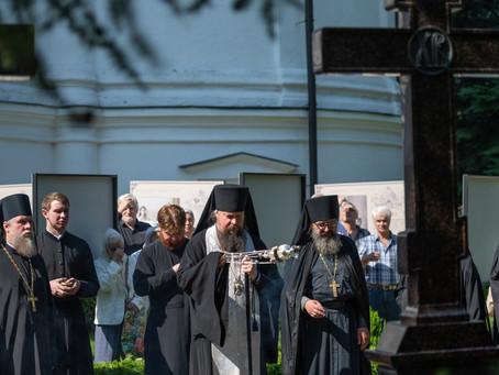 Настоятель нашего храма игумен Илия (Чураков) побывал на панихиде в Новоспасском монастыре