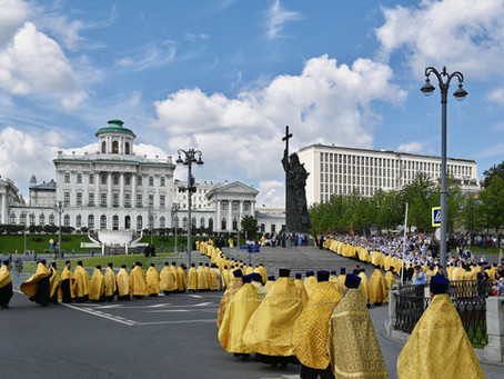 Настоятель нашего храма принял участие в молебном пении у памятника князю Владимиру