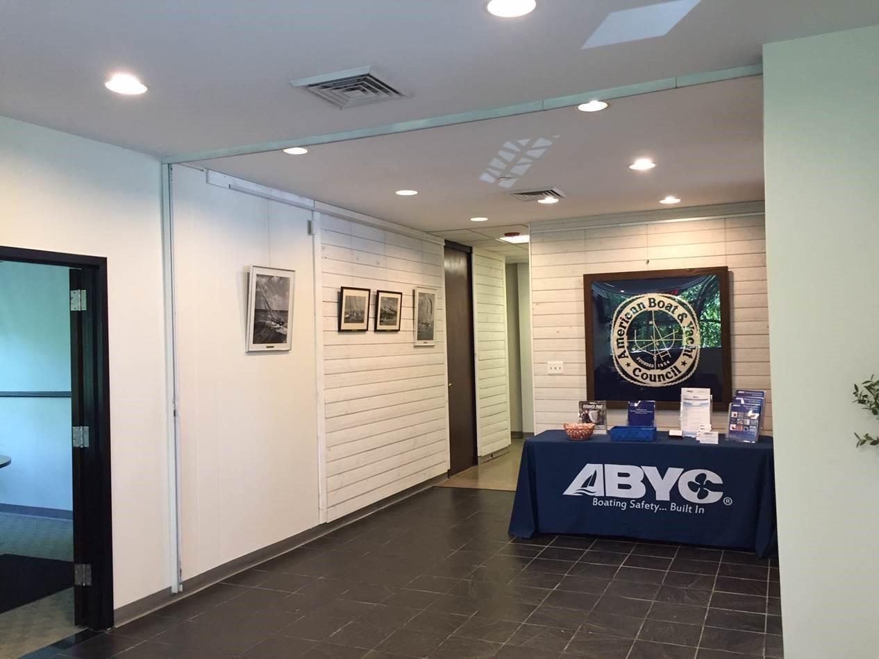 28'x13' lobby