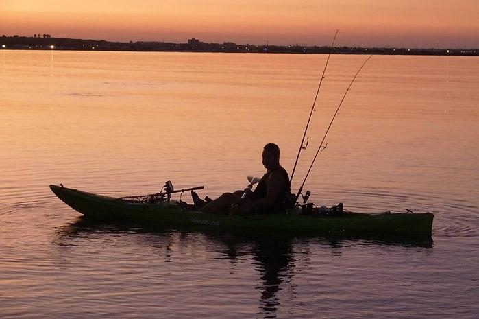 kayak-fishing-332644_1920.jpg