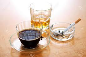 Qui du café, de l'alcool ou de la cigarette est l'ennemi numéro 1 de notre sommeil?