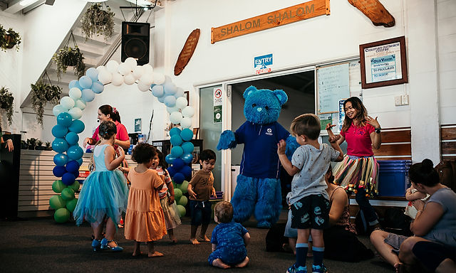 mm children dancing with bluey in sesion