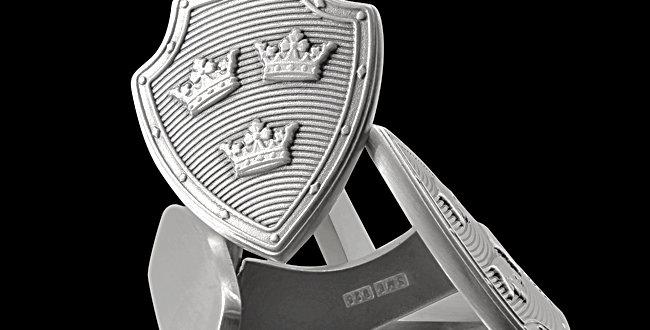 Manschettknappar Slottet, Tre Kronor på sköld i oxiderat silver