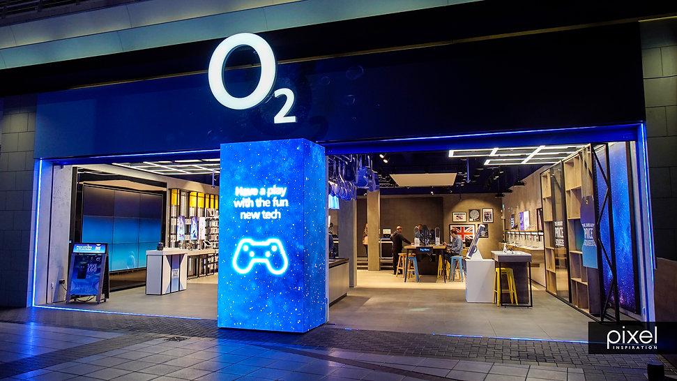 Retail - digital store windows - O2 3.jpg