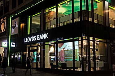 Banking - in-store digital media - Lloyd