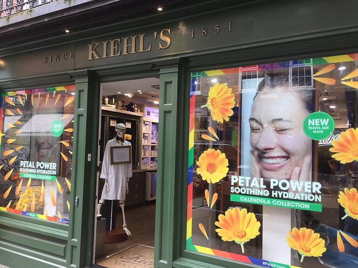 Cosmetics Retail - Digital Store Windows - Kiehls - covent garden 2.JPG