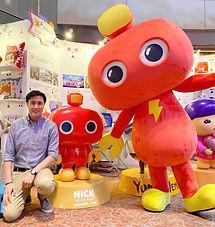 機器人力克榮獲最佳香港原創授權角色設計大獎,其2米高的人偶公仔在會場與大家分享它的喜悅,機器人力克非常受大眾歡迎,官員嘉賓,參展商及參觀人士紛紛與力克拍照留下美好一刻。機器人力克期待與各界合作發放正能量。
