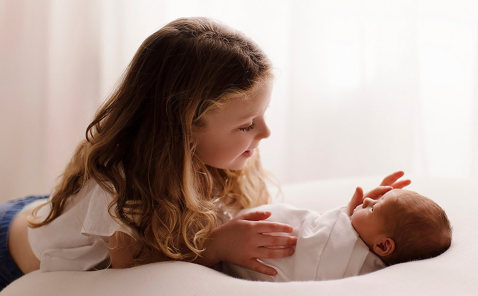 newborn%20baby%20and%20big%20suster%20_e