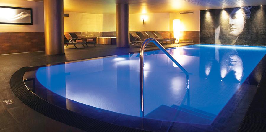 2.piscina_12438472225a686b076a35d.jpg